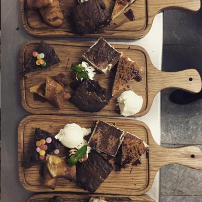 Degustación de postres del Restaurante El Eslabón en Móstoles